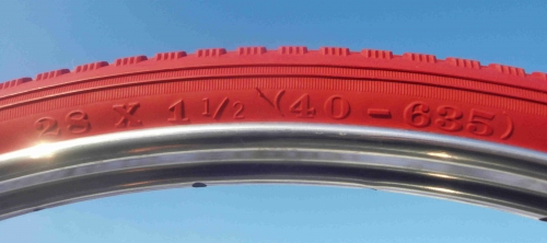 28 X1.1//2 TIRES TWO HIGH QUALITY RED BICYCLE STREET TIRES 40-635