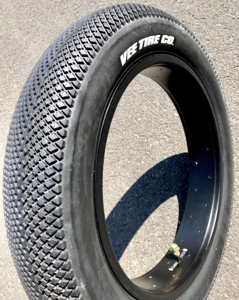 Speedster Tire 20 x 4 inch pure black