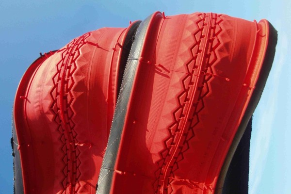 Beaded Edge Tire / Tire 28 x 1 1/2 brick red