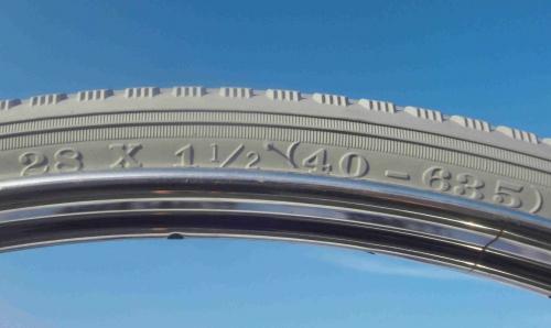 28X1.1//2 TIRE ONE HIGH QUALITY  BLACK WHITE WALL STREET TIRE 1 INNER TUBE 40-635